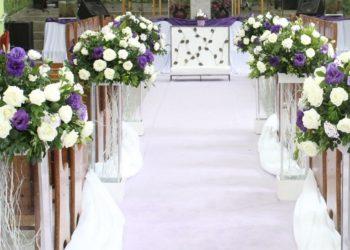 Joven doctora recolecta flores de las bodas para llevarlas a sus pacientes