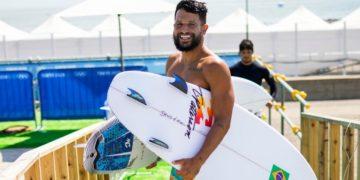 Italo Ferreira, el campeón que inició surfeando en una tapa de una nevera