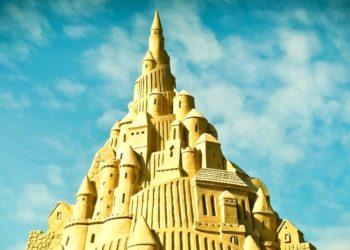 El artista holandés Wilfred Stijger ha construido el castillo de arena más grande del mundo