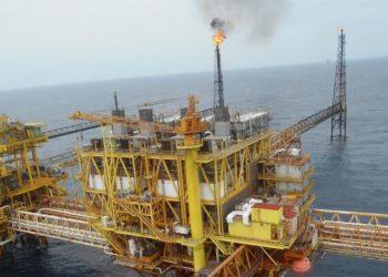Incendio en plataforma petrolera Sonda de Campeche en el Golfo de México