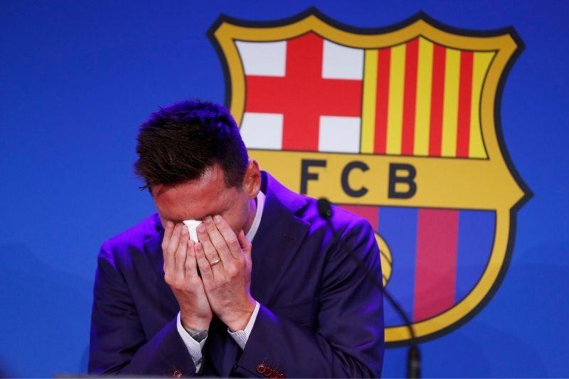 Cibernauta subasta el supuesto pañuelo que usó Messi