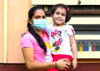 Kassandra, la niña con cáncer pinta cuadros y los vende en las redes