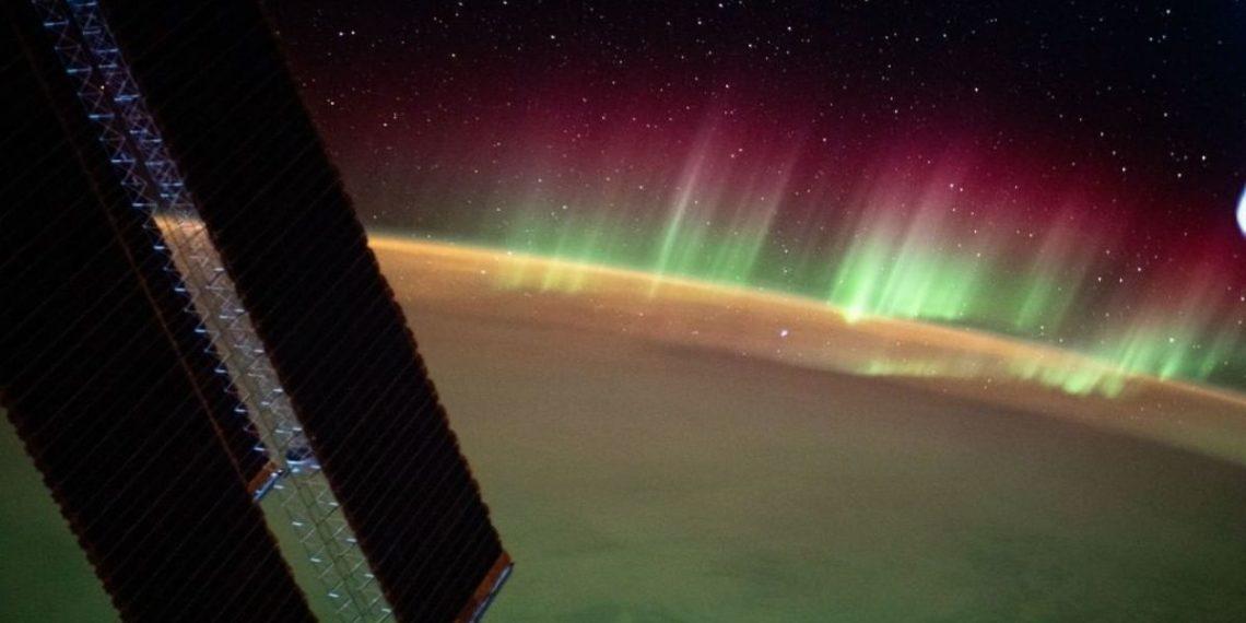 Aurora austral desde el espacio