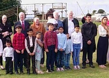 Los Parvez, conoce a la familia albina que sería la más grande del mundo