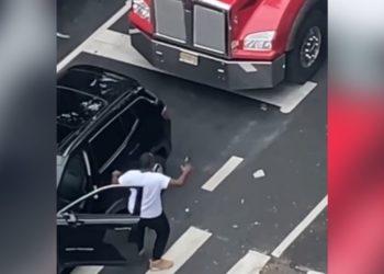 Conductor baila por el ruido de bocina en el semáforo