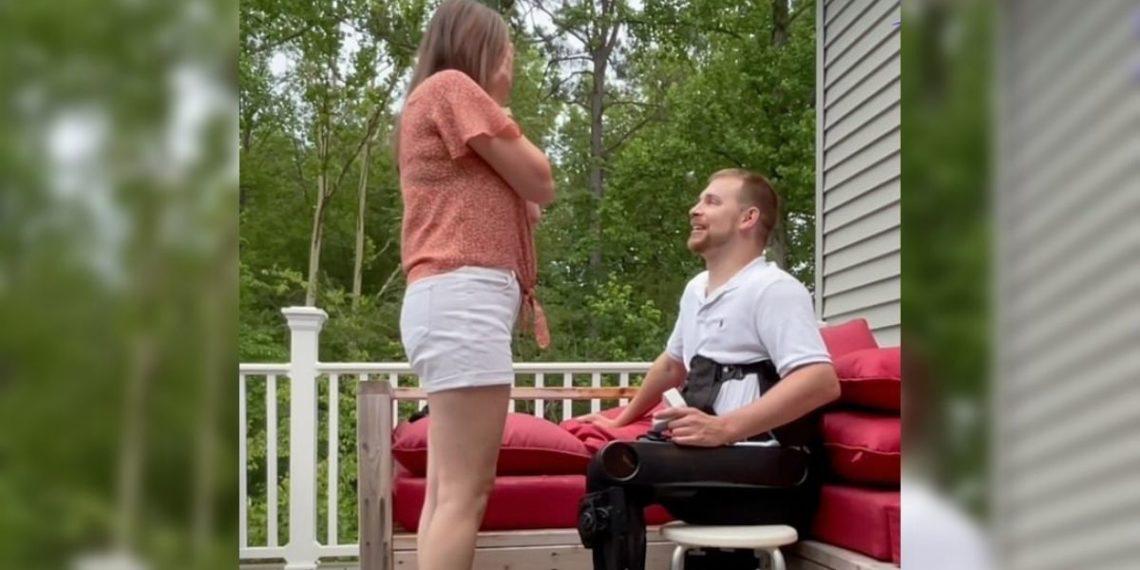 hombre con parálisis le propone matrimonio a su novia