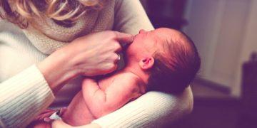 bebé sufre excesivo crecimiento de vello en su cuerpo