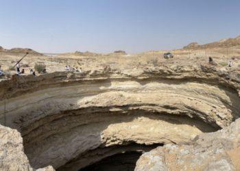 El gigantesco cráter se ha venido formando en Yemen y su origen está lleno de misterio por lo que ha sido vinculado a demonios y espíritus maléficos. Foto: AFP