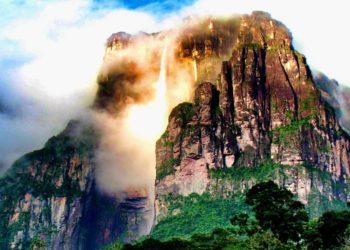 El Salto del Ángel es la cascada más alta del mundo.