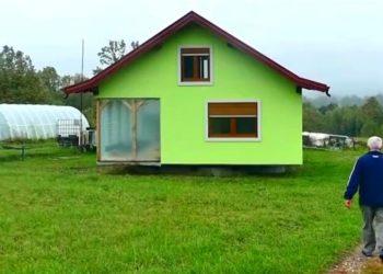 Hombre de 72 años construye una casa giratoria cansado de los reclamos de su esposa