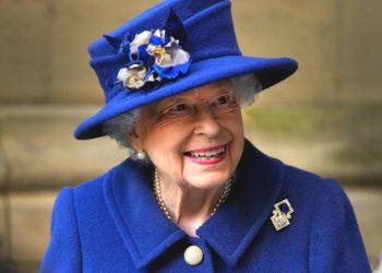 La reina Isabel II rechaza este premio de 'Anciana del año'. Foto: AP